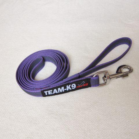 dog leash, dog leashes, purple dog leash, dog training, quality dog leash, IPO, TEAM-K9, textil wide rubber, mississauga, ontario, oakville, brampton, toronto, GTA rubberized nylon leash Rubberized Nylon Leash 20 mm – With Handle Leash TEAM K9 Textil Wide Rubber Handle Purple 480x480