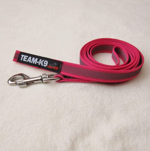 dog leash, dog leashes, pink dog leash, dog training, quality dog leash, IPO, TEAM-K9, textil wide rubber, mississauga, ontario, oakville, brampton, toronto, GTA fabric rubber leash Fabric Rubber Leash 20 mm Short – No Handle Leash TEAM K9 Textil Wide Rubber No handle Pink 480x484
